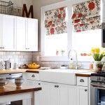 Cocinas rústicas: ¿mejor cortinas o estores?