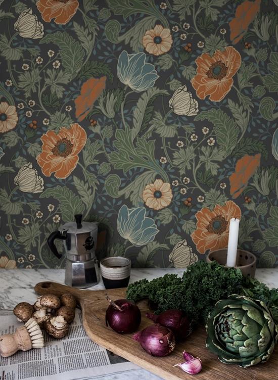 Grandes flores: un estampado singular para papel pintado para cocina.