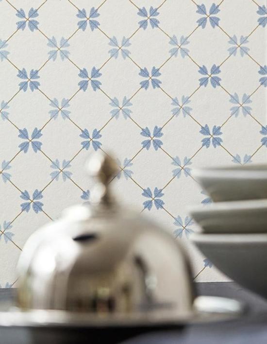 Papel pintado para cocina imitando azulejos geométricos.