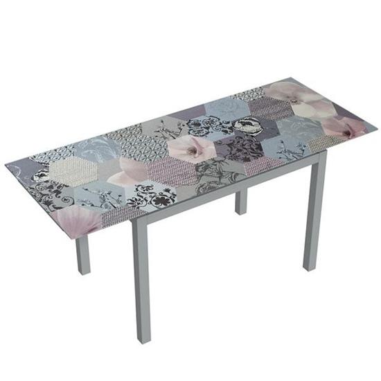 Disimular el deterioro de mesa con vinilos para cocinas.