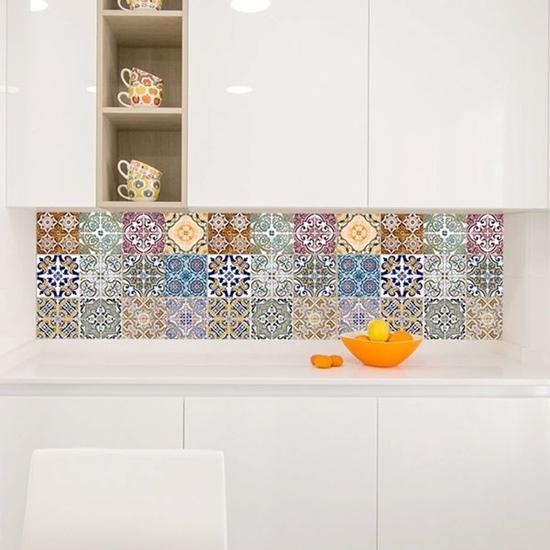 Salpicadero con vinilos para cocinas de azulejos geométricos.