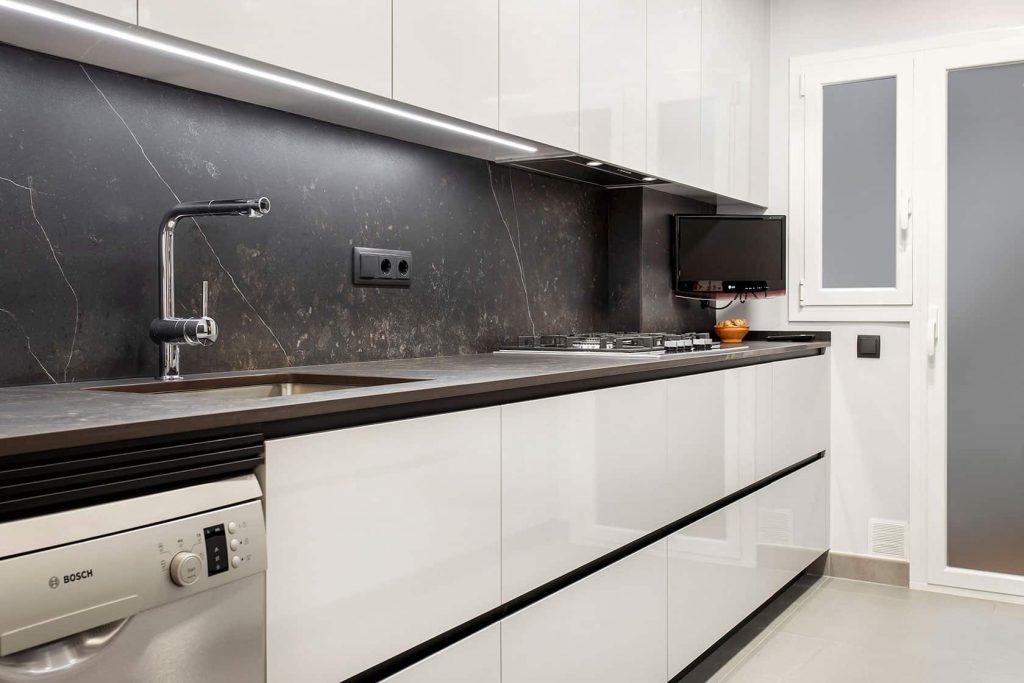 decoracion de cocinas: tendencia de muebles sin tiradores