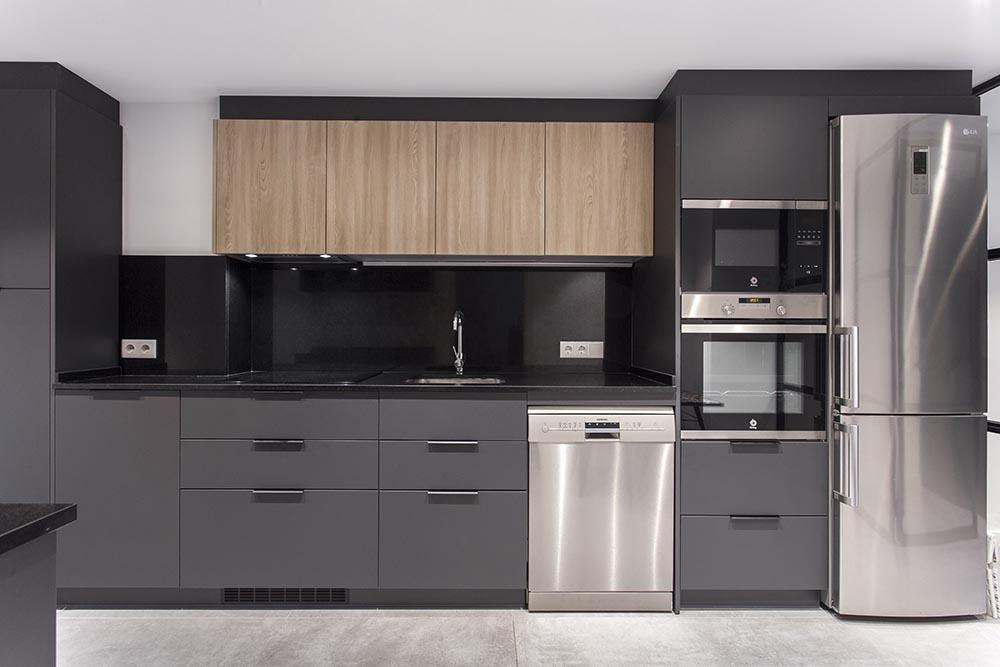El negro es tendencia en la decoración de cocinas.