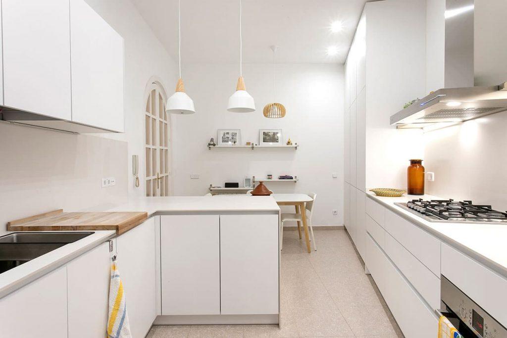 Iluminación de acento: tendencia en decoración de cocinas.